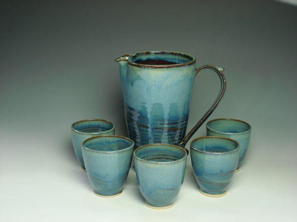 leomonade jug and beakers