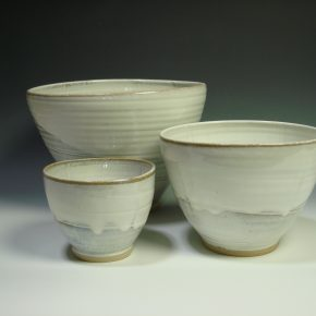 White ceramic nestling bowl set