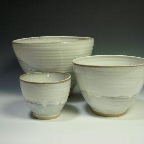 White ceramic nestling bowl set